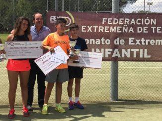 Inés Durán e Ignacio Muñoz Campeones de Extremadura Infantil de tenis