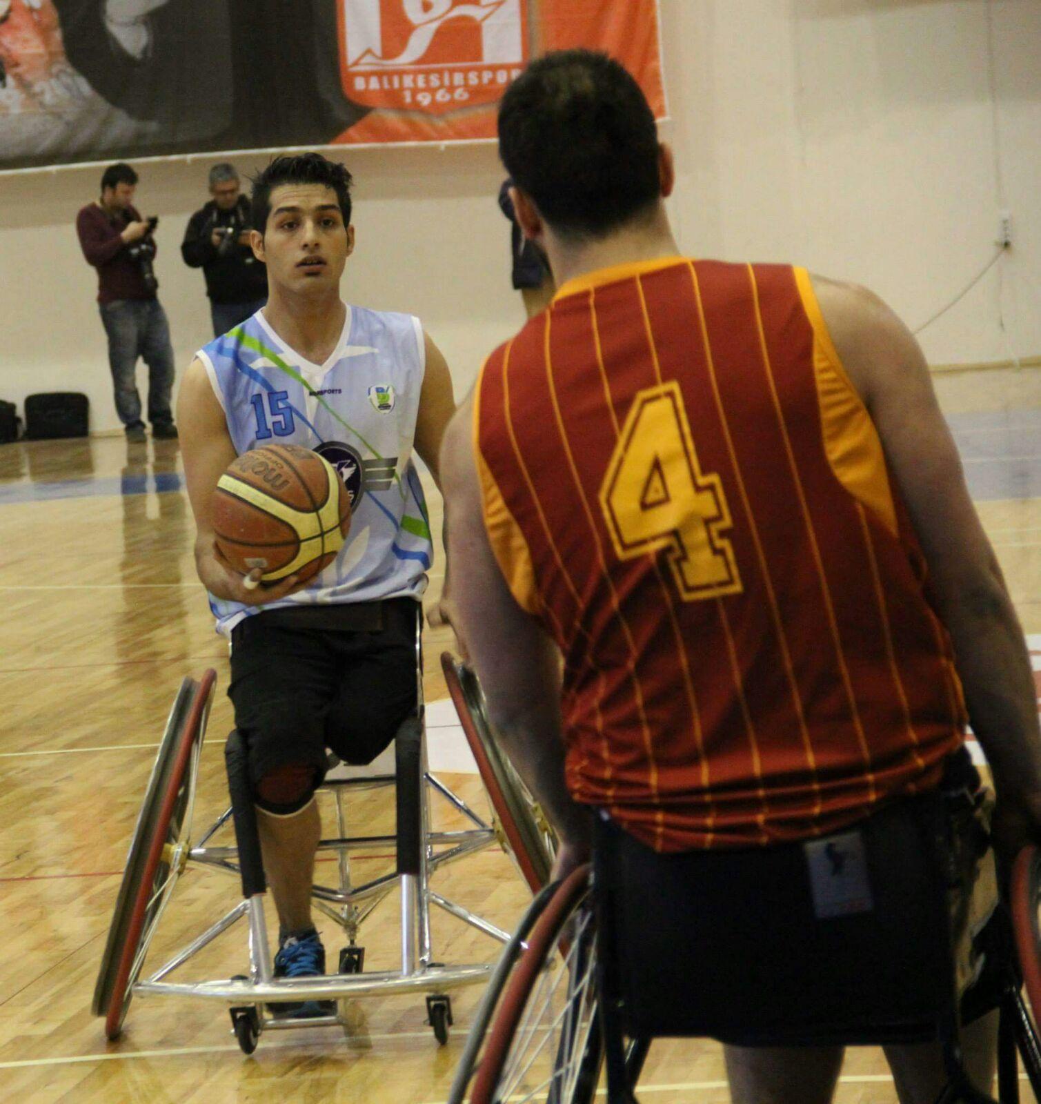 El internacional iraní Omid Hadiazhar, nuevo jugador del Mideba Extremadura