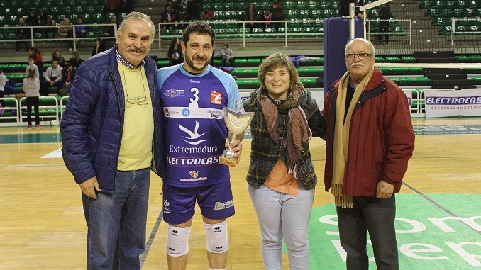 AD CÁCERES VOLEIBOL Electrocash Extremadura se adjudica el Trofeo de Reyes 2017