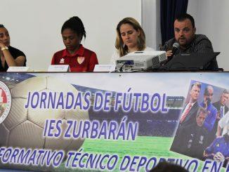 El Santa Teresa Badajoz participa en las jornadas de fútbol del IES Zurbarán