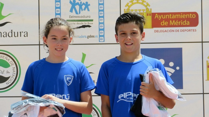 Sonia Ramos y Marco Rufo, de El Perú Cáceres Wellness, mejores nadadores benjamines de Extremadura